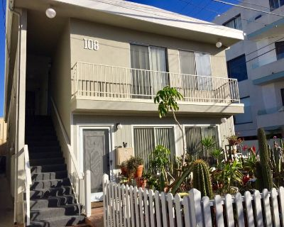 Room w private bathroom two blocks from beach