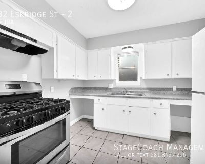 Conveniently located 2 bedroom apartment at University Plaza