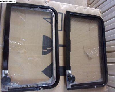 Bus Side Vent Windows L.