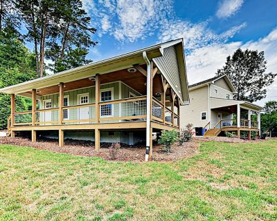 Newly Built 2-Home Mountain Retreat w/ Firepits, Minutes to Town & Adventures - Woodfin