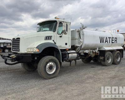 2008 Mack GU813 4000 gal 6x6 T/A Water Truck