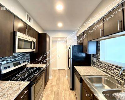 Updated 2 bedroom/1bath apartment w/ Dual Balconies near Ft. Sam Houston