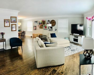DNC? Stay at our Charming Home in Whitefish Bay! 10-15min to Downtown! - Whitefish Bay