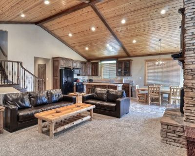 Luxury Village Retreat With Game Room and hot Tub! Nicest Home in the Village - Big Bear Lake