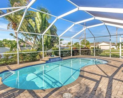 Pet Friendly Villa With Custom Heated Pool & Outdoor Kitchen - Noemi's Villa - Roelens Vacations - Cape Coral