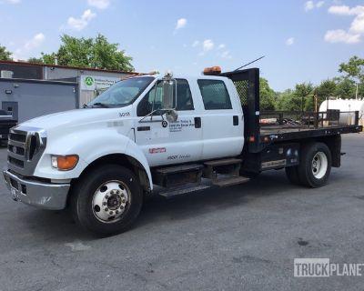 2004 Ford F-650 XLT Super Duty 4x2 Flatbed Truck