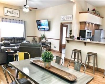 2BR/1.5BA House Free Private Parking, Pet Friendly
