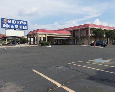 Midtown Inn & Suites - Northeast Heights