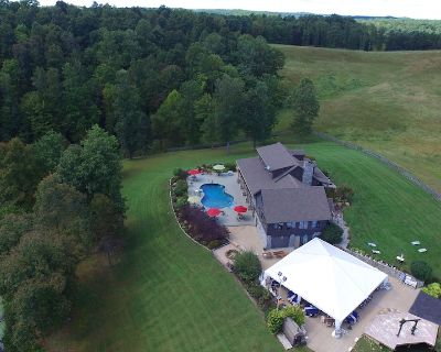 SECLUDED 50 acres/2 LAKES/LOG CABIN/SLEEPS 20/POOL/RED RIVER GORGE/CAVE RUN LAKE - Wellington