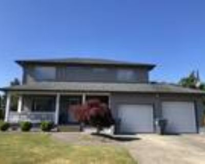 Beautiful family home in one of Grays Harbor's best neighborhoods!