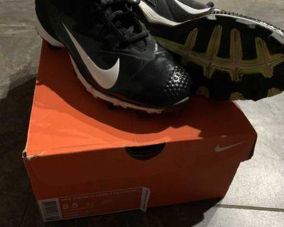 Men s Nike Size 8.5 softball/Baseball Cleats.