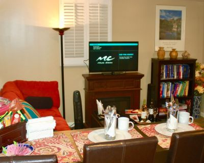 Denver Blue Bear Den: Entire Private 3 Bedroom DTC Apartment - Hampden
