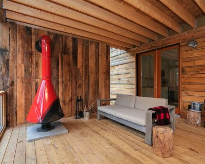 Hip cabin with hot tub, fire pit, creek, nearby hiking, Uber downtown. - Asheville