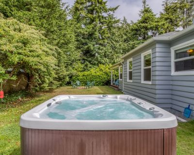 Fantastic Single-level Gearhart Home is Family-friendly With Hot Tub, Fire-pit! - Gearhart