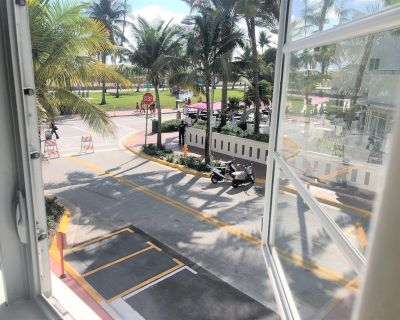 RIGHT ON OCEAN DRIVE! Fully renovated, BRAND NEW, modernly styled apartment fully equipped! - South Pointe