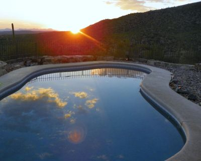 AWESOME Sunsets by the Heated Pool, putting green, hot tub & Tucson Night Lights - Milagrosa Hills