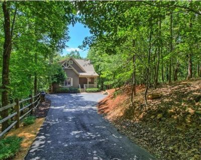 Big Canoe Cottage- Great Family Vacation, Relaxing Screened Deck and HOT TUB! - Big Canoe