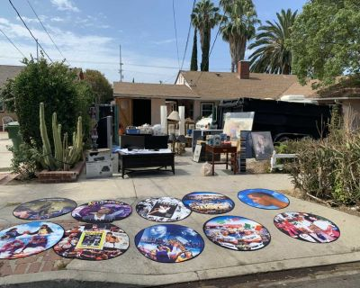 Yard sale / garage sale / estate sale