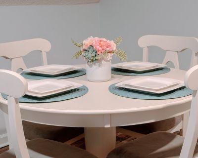 New Luxury Studio Suite. Superhost with 4.8 Stars on Airbnb. Sleeps 4 - Five Forks