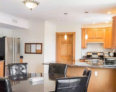 Spacious Bright 3BR/3Bath Home w 3x Parking Spots by Central Sq, MIT & Harvard - Inman Square