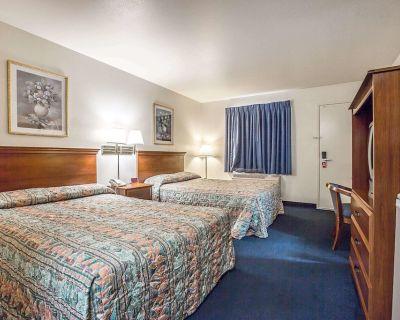 Econo Lodge Inn & Suites near China Lake Naval Station - Ridgecrest