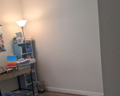 Private room with shared bathroom - Dallas , TX 75215