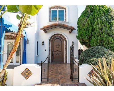 Best Beach Villa Executive Home! Sauna, Jacuzzi Tub, Walk to Beach, Free Parking - Belmont Shore
