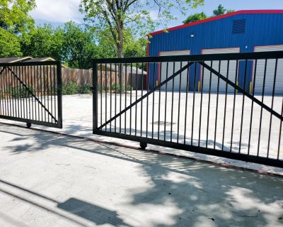 FOR LEASE: Newly Constructed 2367 SF Warehouse with fenced in yard.