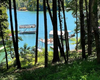 Lake Front, Dock, Tennis Courts, Pool, Hot Tub, Gated, Oasis - Flowery Branch