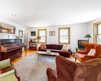 Serene Cape Escape W/ Large Deck, Free WiFi, Gas Grill, & Easy Access to Beach! - Wellfleet