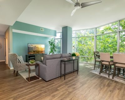 Luxurious Downtown 1.5 bed / 2 bath Apartment - South Eola
