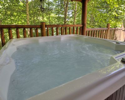 2 Bedroom Pigeon Forge Resort Cabin with Hot Tub, Pool Table and Arcade - Pigeon Forge