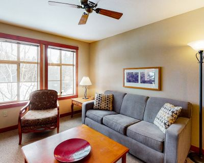 Ski-in/ski-out condo with lovely ski views and access to a shared pool & hot tub - Salt Lake Mountain Resorts