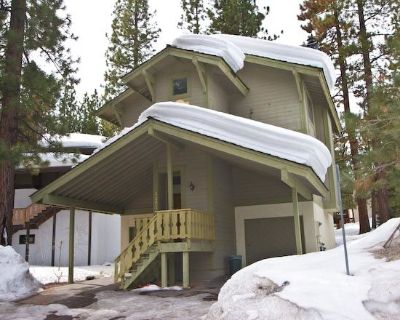 Heavenly Ski Cabin with common summer pool and hot tub. Foosball table, Close to Lake, Casinos & Heavenly - Tahoe Tyrol