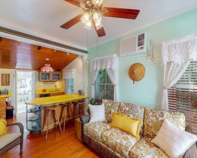 Dog-friendly home in Old Town - walk to shops, restaurants, & more - Uptown - Upper Duval