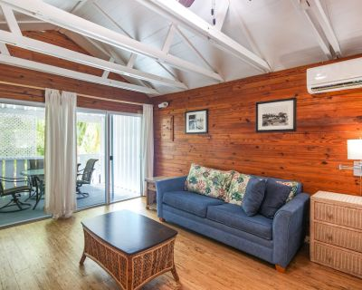 Charming Studio w/ Shared Pool, Covered Patio - a Block From Shopping and Dining - Bahama Village