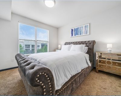 Lavish West Midtown 2 BR Haven with Self Check in - Westside