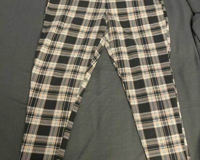 Torrid plaid pull on cropped stretch pants, size 2XL