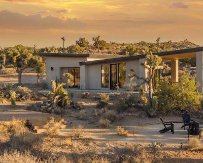 Skyline Ridge: Mid-Century Modern Residence w. Hot Tub near Joshua Tree - Yucca Valley