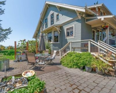 NEW! LUXURY Waterfront, Dog-friendly, panoramic views, Enclosed Yard (Bliss) - Chinook