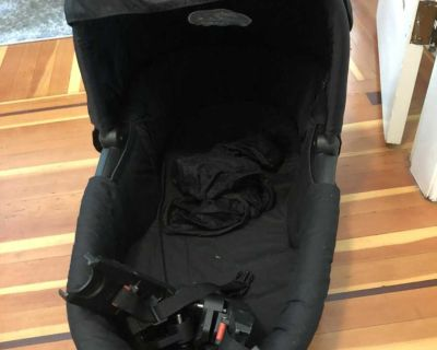 Baby jogger bassinet with attachments