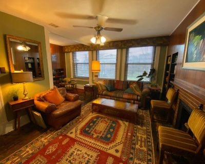 Eclectic Old Louisville Two Bedroom Apartment - Old Louisville