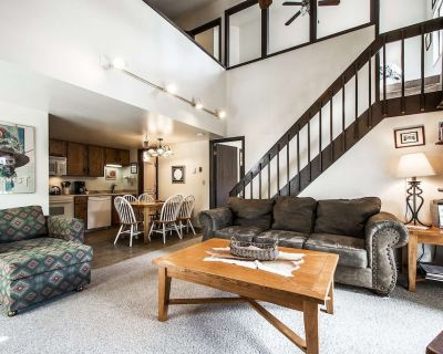 *FREE SKI RENTAL* Great For Families Private Laundry, Free On Call Shuttle, Pools, Hot Tubs, Sauna - Park City