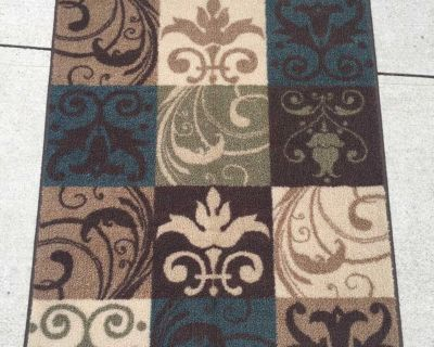 Home Classics 47 x30 Decor Rug from Kohl s in excellent condition