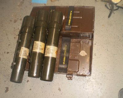 RARE U.N. U.K LARGE METAL CANNON MORTAR MILITARY AMMO EXPLOSIVE PROJECTILES BOX 81 mm with 3 cartrid