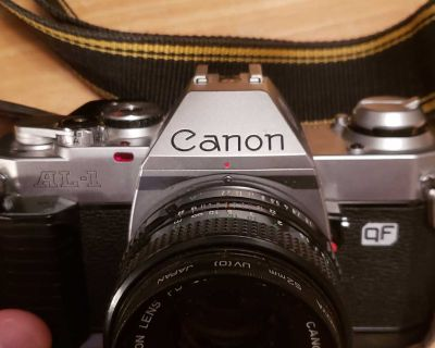 Vintage Canon AL-1 camera with carrying case & zoom lens
