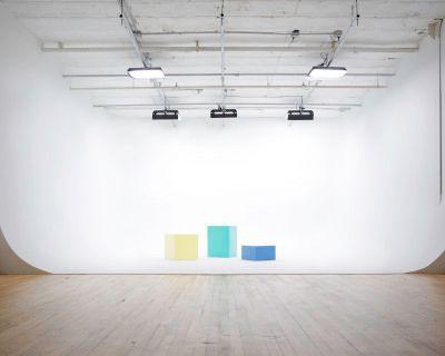 Big Cyclorama (3 walls) in Spacious Photo/Video Studio, Brooklyn, NY
