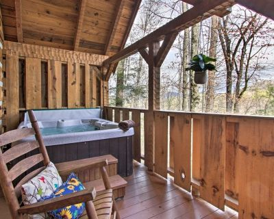 Honey Bear Pause: Rural Escape w/ Porch & Hot Tub! - Townsend
