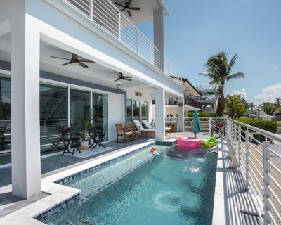 Luxurious newly built Venetian Shores waterfront home w/pool and dock - Venetian Shores