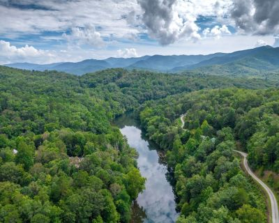 Great Smoky Mountain Escape - Secluded Mountain Home with Community Lake Access! - Bryson City